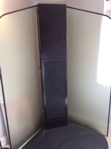 Spray tanning booth with extractor